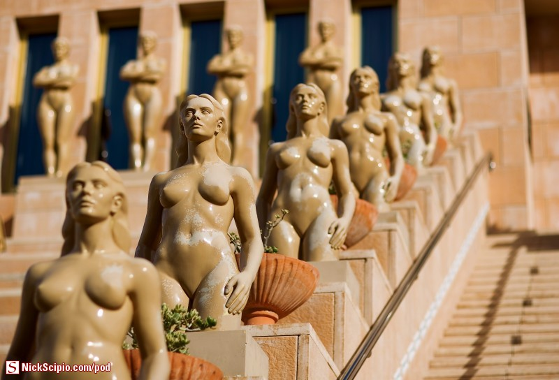 Porcelain nude statues (WTF)